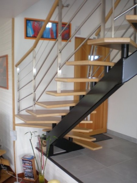 limon central metal escalier bois